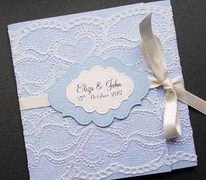invitaciones de boda con encaje azul
