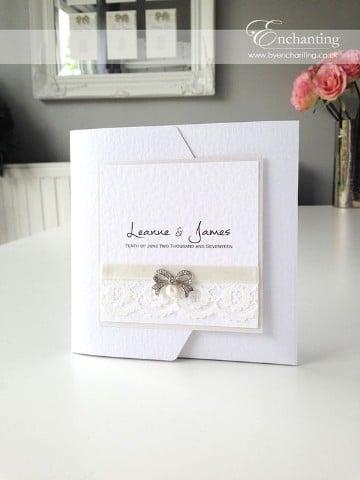 invitaciones de boda con encaje dorado