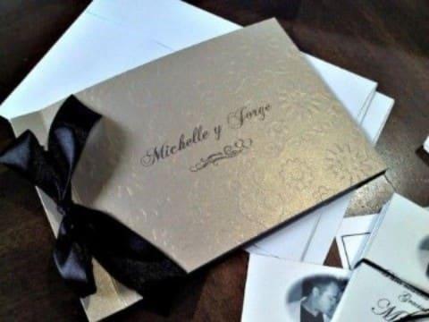 partes de matrimonio elegantes en blanco y negro