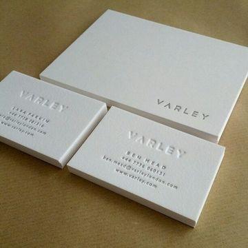 tarjetas de presentacion con relieve en blanco