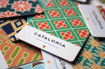 tarjetas de presentacion de hoteles con patrones de colores