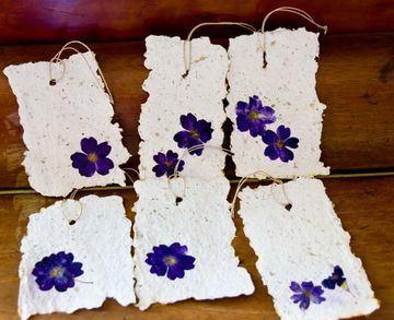 tarjetas en papel reciclado artesanal