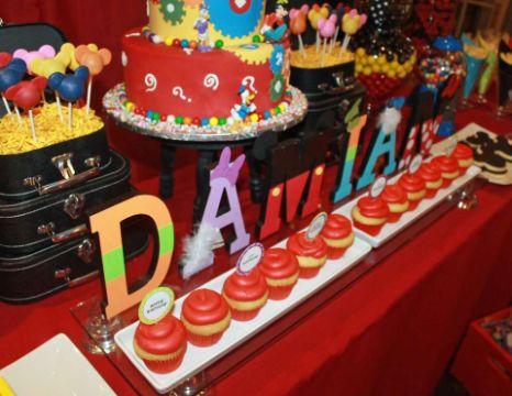 letreros de cumpleaños de mickey mouse letras