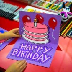 como hacer una tarjetas de cumpleaños coloridas