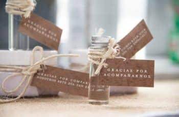 tarjetas para recuerdos de boda etiquetas con objetos funcionales